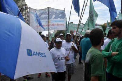 Fuerte protesta de trabajadores de Anses ante la falta de respuesta por los despidos