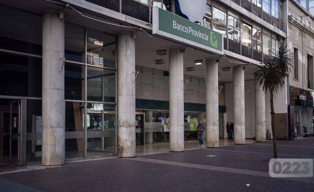 En la primera jornada de paro en el Banco Provincia, el acatamiento fue del 100%