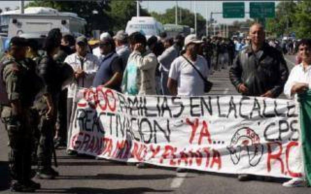 Protesta de trabajadores de Cresta Roja: Corte total en autopista Ezeiza - Cañuelas