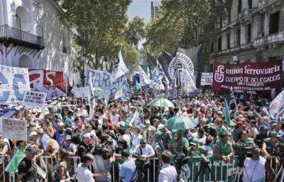 Paro y marcha de ATE y la CTA contra los despidos en el Estado