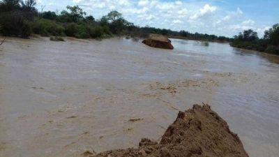 La crecida del Pilcomayo rompió una defensa y 2.500 qom fueron evacuados en Formosa
