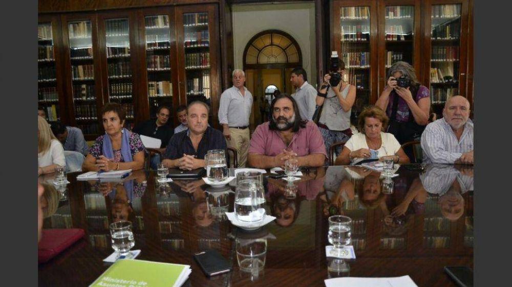 Gobierno bonaerense pidió a los gremios docentes que no supediten el inicio de clases a la paritaria