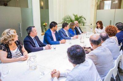 Tras bambalinas, Cristina mueve los hilos para la reunificación peronista