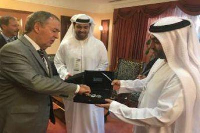 El gobernador de Córdoba finalizó su gira en Abu Dhabi tomando un crédito para acueductos