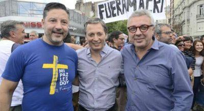 Intendentes peronistas y de Massa se sumaron a la marcha