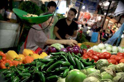 Por alza en alimentos, la canasta básica se encareció 2,18%