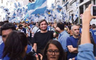 El kirchnerismo celebró la confluencia antimacrista con el jefe camionero