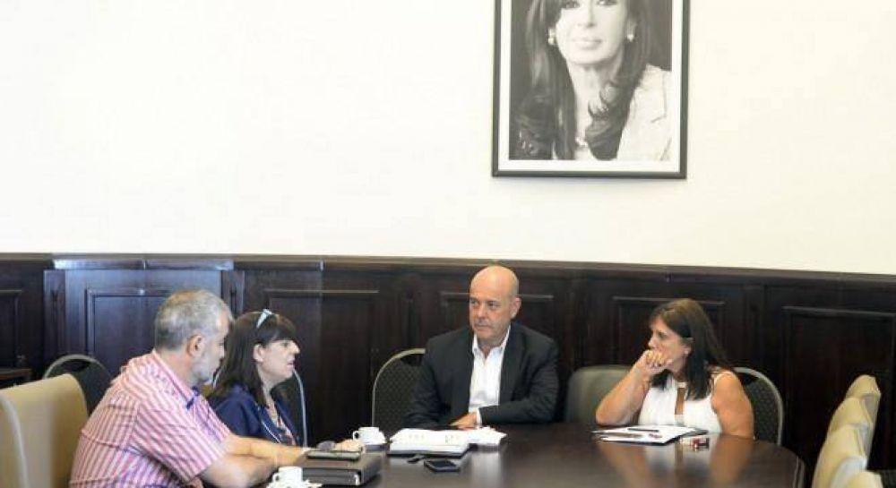 El kirchnerismo le reclama a Vidal que se exprese sobre el tema Farmacity