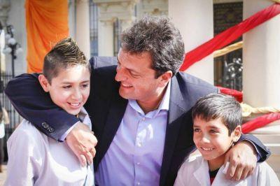 El massismo se calza el guardapolvo blanco y fustiga a Vidal por el trato a los maestros