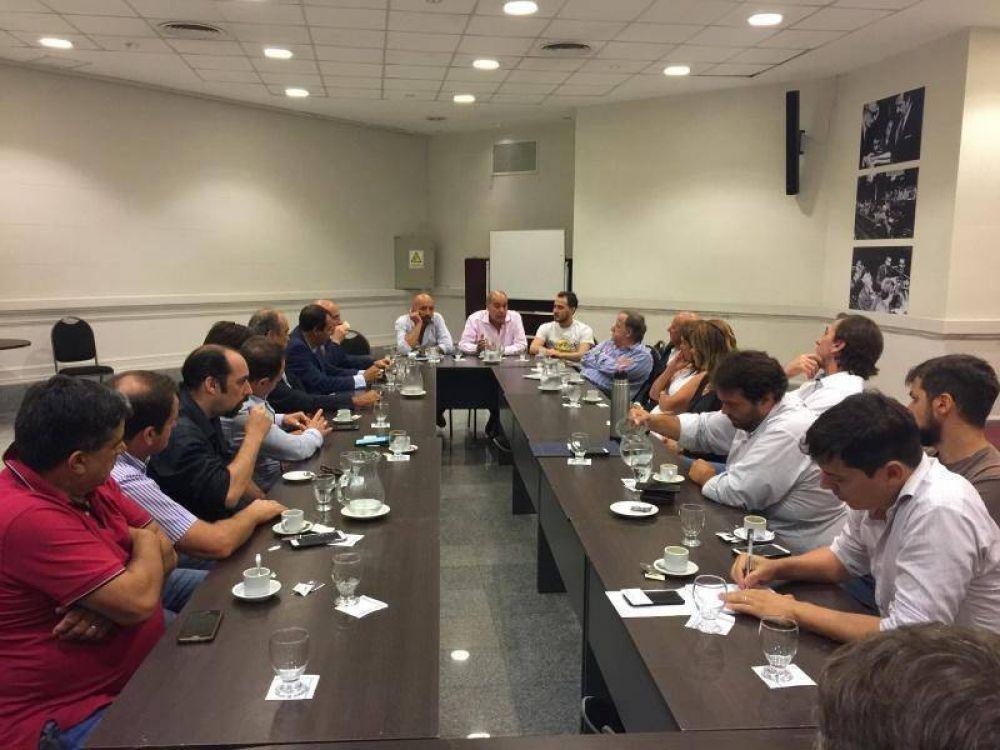 """Gremios se reunieron con legisladores para evitar la """"muerte"""" de la actividad hípica"""