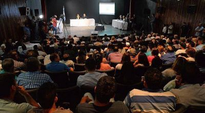 Más de 50 expositores desfilaron en la audiencia pública de la SAT