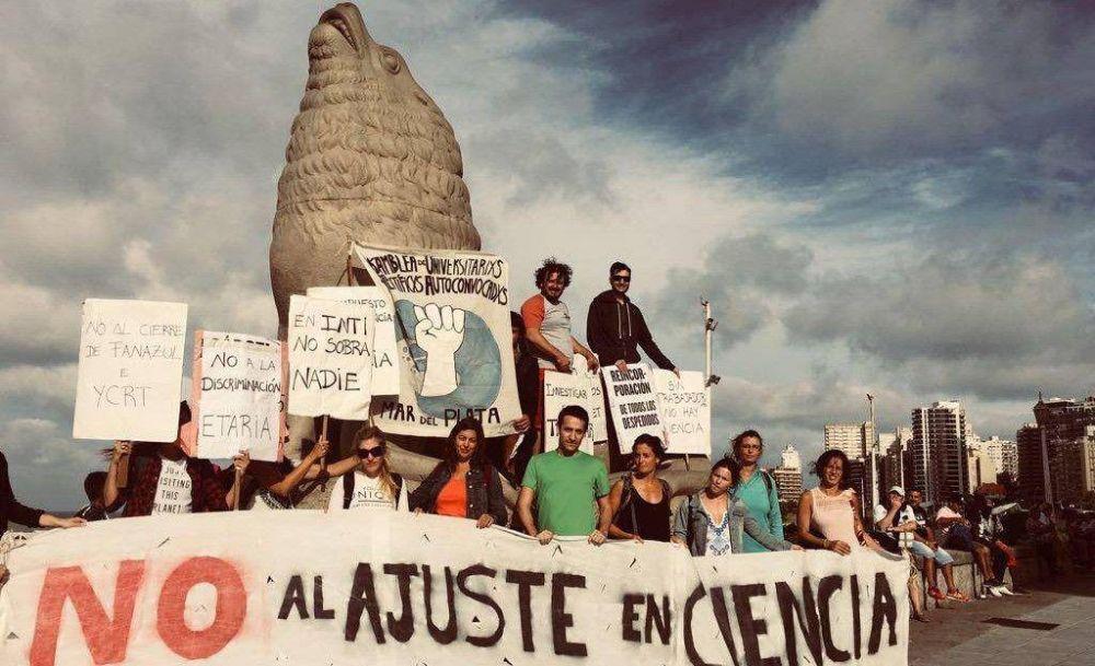 """Más de 30 científicos marplatenses se quedaron sin trabajo: """"Parece que el Estado no nos necesita"""""""