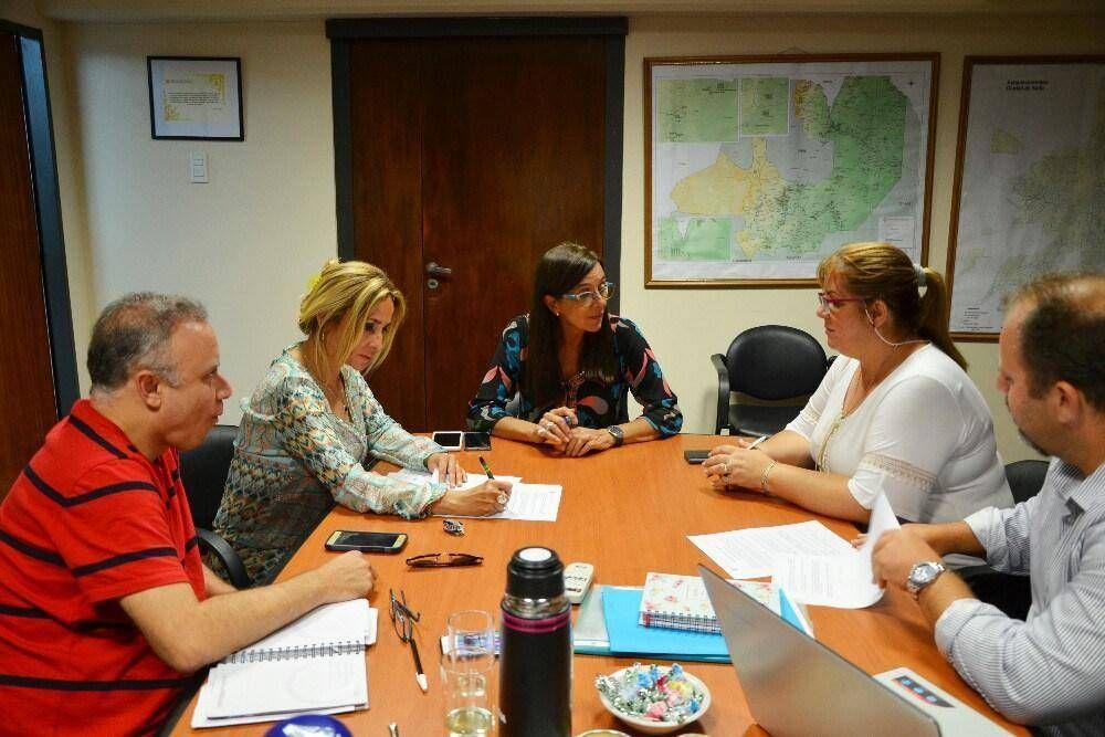 Acuerdan aumento del 15% para docentes y estatales de Salta