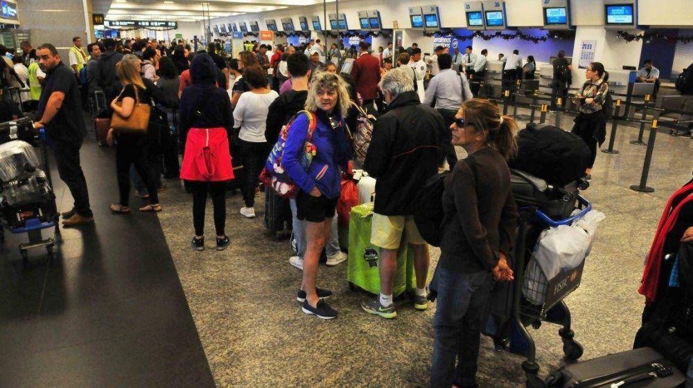 Otra paritaria que rompe con el techo del Gobierno: Aeronáuticos cerró una suba del 25%