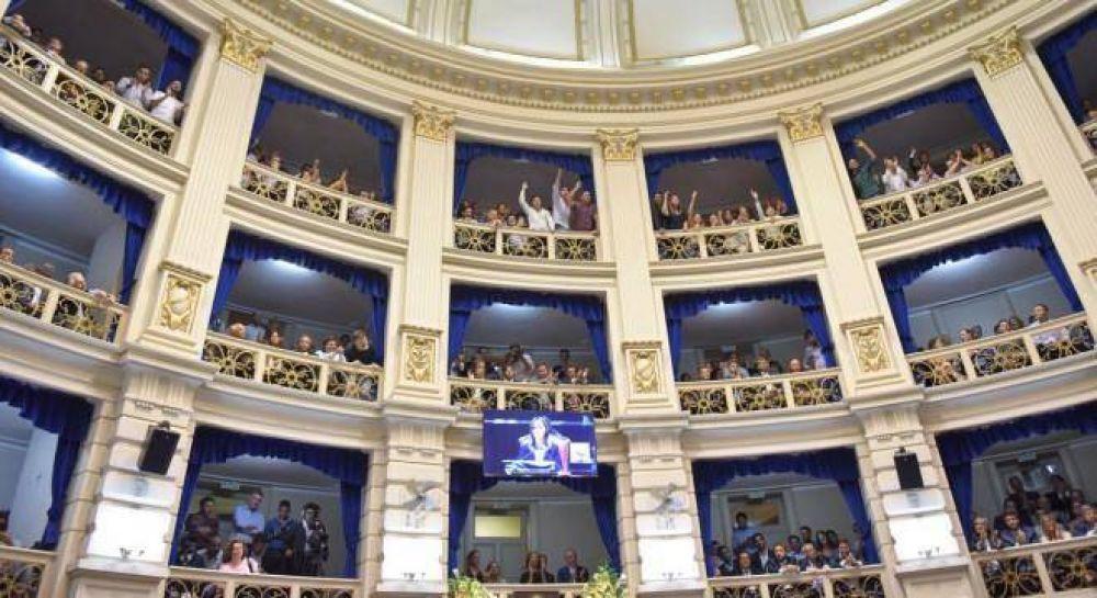 Vidal sorprendió con militancia en los palcos y fastidió a La Cámpora
