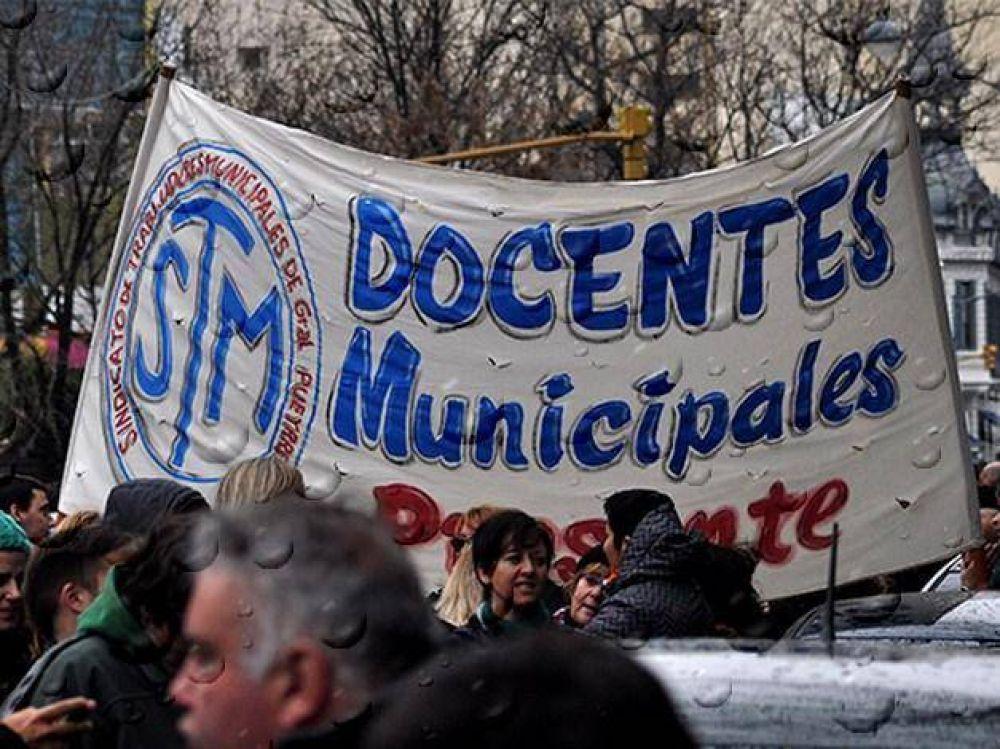Carlos Arroyo inaugura ciclo lectivo, pero los municipales se suman al paro de 48 horas
