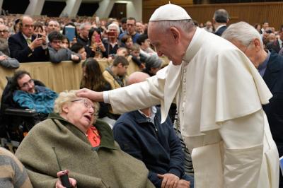 """El Papa a los enfermeros: La """"ternura"""" es la clave para entender a los enfermos"""
