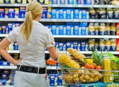 Supermercados: los consumidores porteños compran más alimentos, pero reducen fuerte la demanda de otros productos