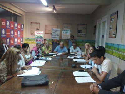 En una tensa reunión, los vecinos piden que no se instala planta de fertilizantes en el Puerto Quequén