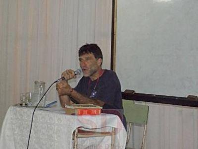 El padre Paco brindó una charla en el ISFD