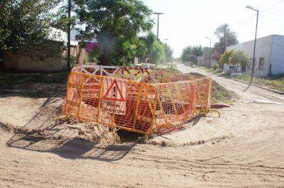 Una obra de ABSA inconclusa en medio de una calle pone en peligro a vecinos