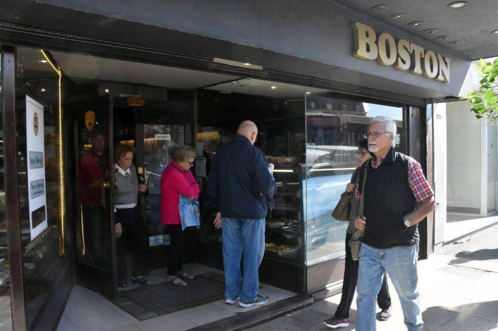 Rumores de cierre y conflicto gremial en tradicional confitería marplatense