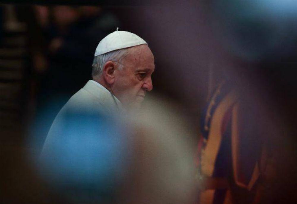 """Francisco cumple 5 años como papa con una """"guerra civil"""" en Vaticano"""