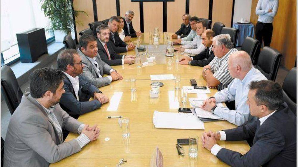 Trabajo consolida paritarias de 15%: firmó Luz y Fuerza y la próxima será la Uocra