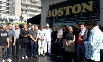Hasta que no les paguen los sueldos, los trabajadores de la Boston no volverán a trabajar