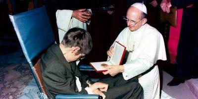 Un ateo (Stephen Hawking) y cuatro Papas