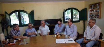 Visita de ingenieros de la Facultad de Agronomía de Azul al Vivero Municipal