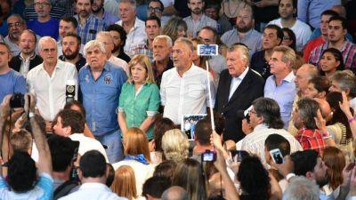Sin gobernadores, la cumbre anti Macri fue copada por Hugo Moyano, Amado Boudou y el peronismo K