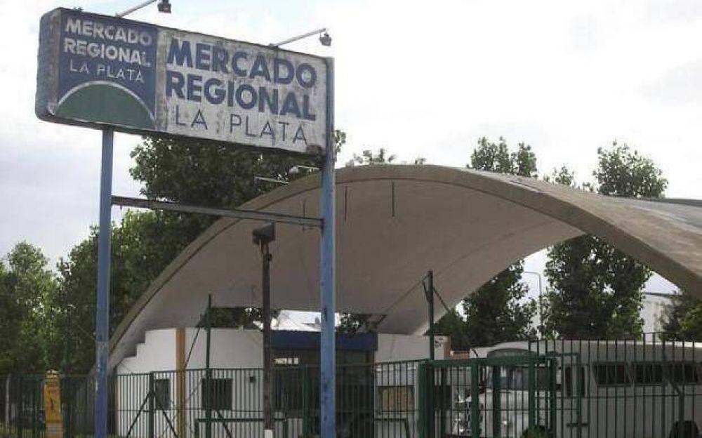 Tensión y amenaza de paro por despidos en el Mercado Regional