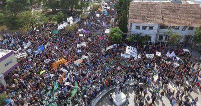 Paro, movilización y cortes de ruta, en una Chubut al borde del estallido social
