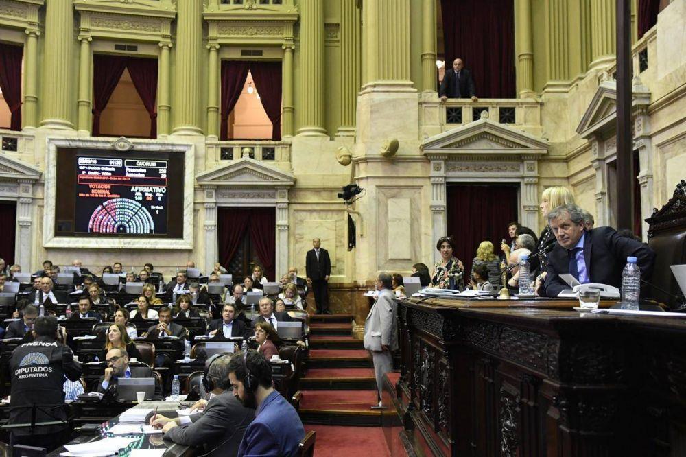 Cambiemos logró aprobar las tres leyes del megadecreto con apoyo de los gobernadores