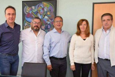 Celebra Descalzo: fugas de concejales de Cambiemos al PJ local