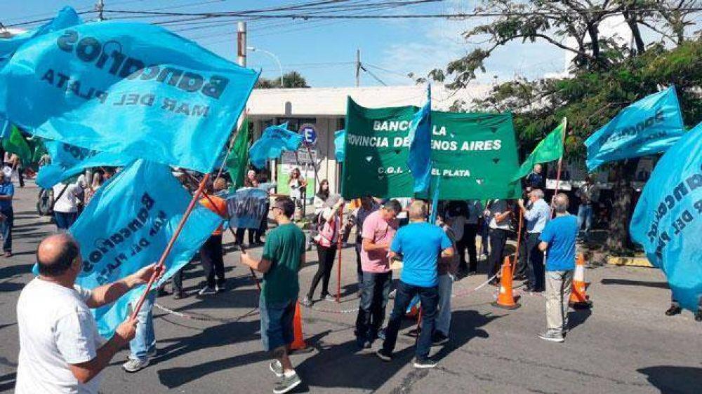 Banco Provincia: empleados se manifiestan y aseguran parar por 48 horas tras Semana Santa