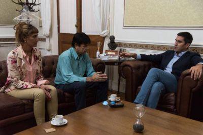 Mensaje al PJ rebelde: Mosca suma a intendente peronista al Pacto Fiscal de Vidal