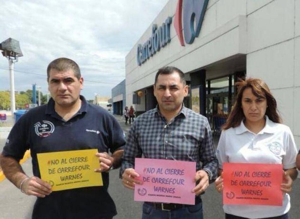 Trabajadores de Carrefour toman supermercados en reclamo por cierres y despidos masivos