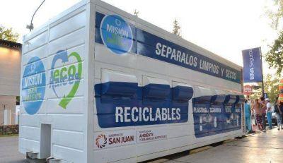 Con grandes contenedores enseñarán a la gente a clasificar los residuos domésticos