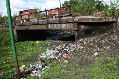 Megadenuncia ante la Justicia Federal por la contaminación en arroyos de la Región