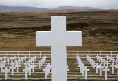 """""""Cerrar el duelo"""": familiares de soldados de Malvinas viajan para homenajearlos"""