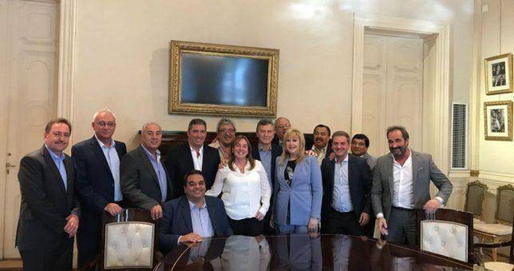 Ayala sigue pintado de amarillo y le pide a Macri que lo incluya en más viajes al exterior