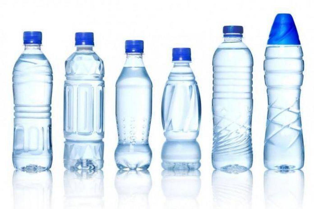 Alertan que el 90% de las aguas embotelladas contienen micropartículas de plástico