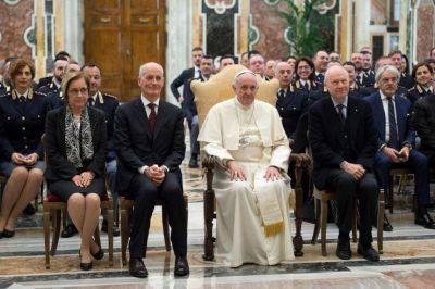 """Seguridad del Vaticano: El Papa agradece su labor a los """"custodios"""""""