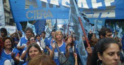 Santa Fe cerrará la paritaria de los docentes y estatales por decreto y descontará los días de paro