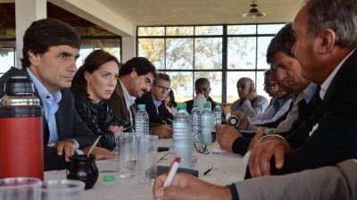 Sequía e inundaciones: Vidal prometió créditos y exenciones impositivas para los productores
