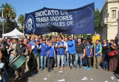 """Paros y """"emotividad"""" en la lucha salarial de los municipales de Puan y Junín"""