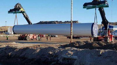 Desembarcaron en Deseado las primeras torres para el parque eólico de Jaramillo