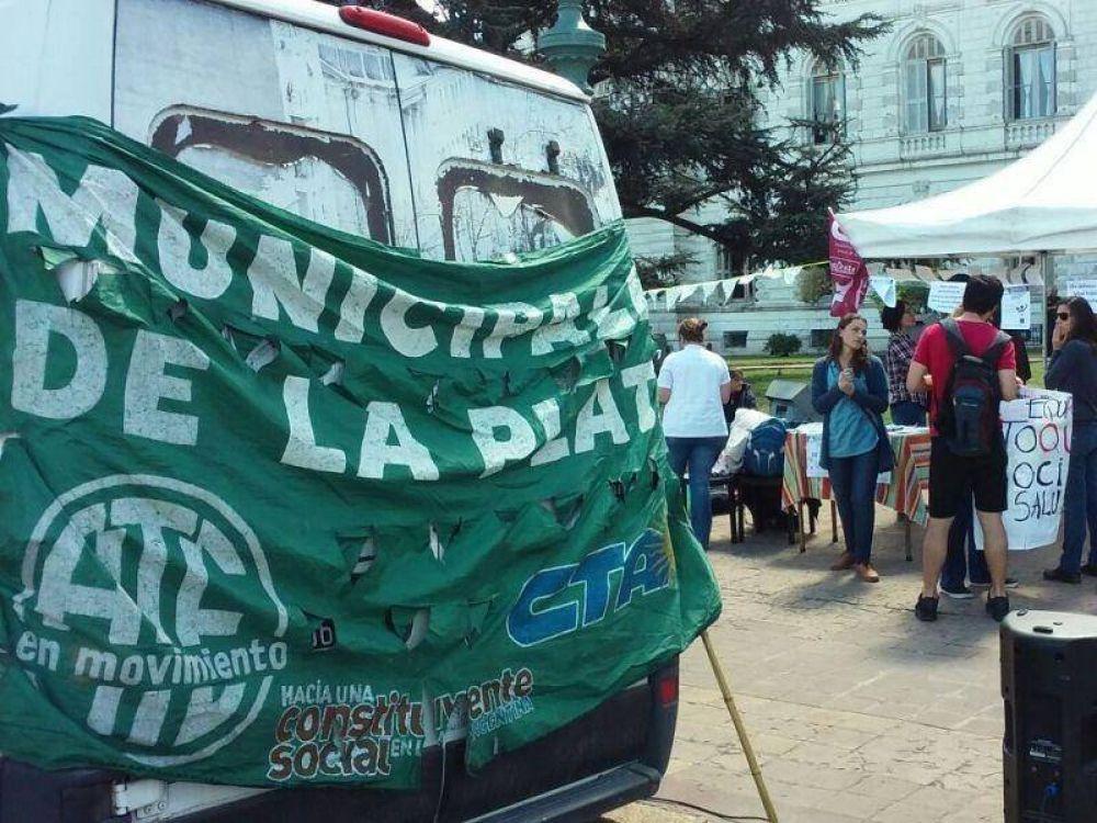 """Despidos de municipales en La Plata: """"Se les da de baja el contrato luego varios años de trabajo"""""""